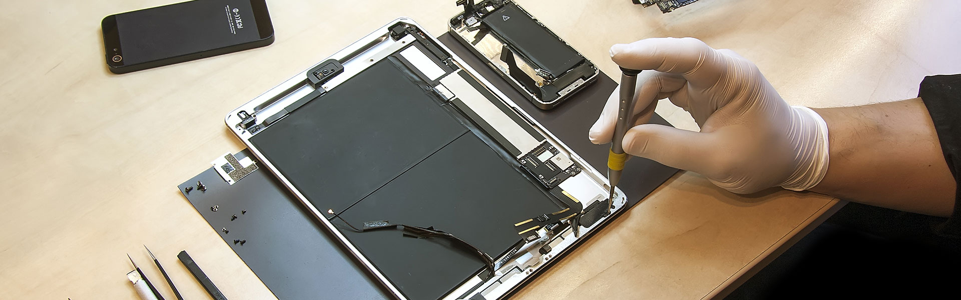 Inspecting Ipad hardware parts